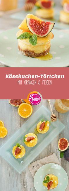 Kleine, feine Käsekuchen-Törtchen mit Spekulatius-Keksen und Orangensirup mit Honig. Dekoriert und serviert werden die Törtchen mit Feigen und Orangenscheiben.