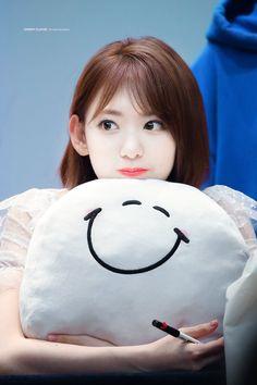 Miyawaki Sakura Facts: -Her official color is pastel pink. -She is from Kagoshima City, Japan. Sakura Bloom, Japanese Horror, Green Tea Latte, Sakura Miyawaki, Kagoshima, Yu Jin, Japanese Girl Group, Child Actresses, Miyazaki