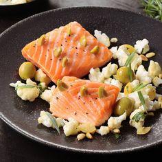 Pavé de saumon à l'unilatéral piqué d'olives vertes, chou-fleur croquant au citron confit / Recipe / Food