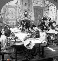 Taller de costura en la Escuela Industrial de Artes La Corregidora de Querétaro. Ciudad de México, c. 1925.