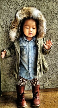 Cute Girls Outfits: denim shirt, denim blouse, luipaard broek, groene parka, bont capuchon