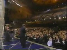 Robin Williams Wins Oscar 1998 / Mira Sorvino Presents
