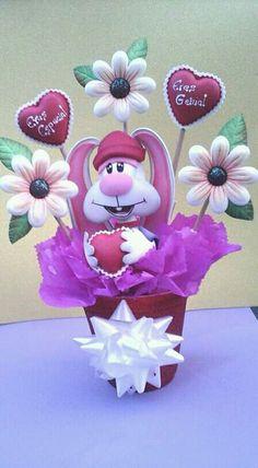 Ositos y cajitad Diy And Crafts, Arts And Crafts, Ideas Para Fiestas, Pasta Flexible, Animal Crafts, Decoupage, Valentines Day, Scrapbook, Dolls