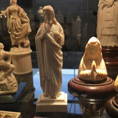 Dizzly, enticing and higly prized  ivory european statue - ca 1880- dieppe high school of carving - call Danilo +39 335 6815268