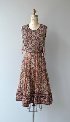 Vintage 1970s Phool indian cotton blockprint dress with quilted bodice, side tie tassels and fitted waist. --- M E A S U R E M E N T S --- fits like: small bust: 32-36 waist: 27.5 hip: 38 length: 40 brand/maker: phool condition: very good, one waist tie is missing on both sides to ensure a good fit, please read the sizing guide: http://www.etsy.com/shop/DearGolden/policy ✩ layaway is available for this item ✩ more vintage dresses ✩ http://www.etsy....