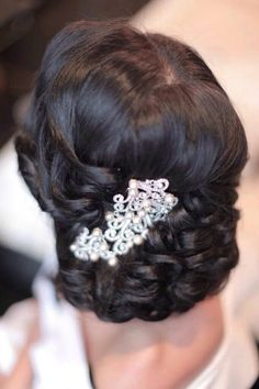 Check out these completely romantic and beautiful wedding hairstyles! With a curling wand and some pins it seems so effortless to pull back your locks into an elegantly messy up-do.