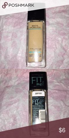 """Maybelline Fit Me foundation Matte and poreless ; normal to oily in """"natural beige """" Maybelline Makeup Foundation"""