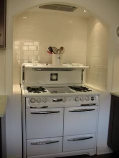 Okeefe and Merritt Vintage kitchen stove