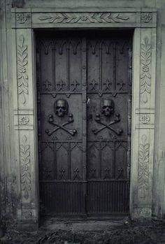Bella Black — skulls *.*
