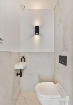 Toilet with marble tiles Wet Room Bathroom, Bathroom Interior, Small Bathroom, Bathroom Ideas, Clockroom Toilet, Toilet Tiles, Small Toilet Room, Laundry Room Layouts, Bathroom Design Inspiration