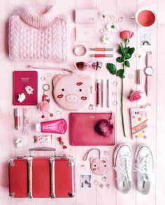 Tara Milk Tea, What's In My Purse, What In My Bag, Flat Lay Photography, Flatlay Styling, Plum Color, Instagram Story Ideas, Girls Makeup, Pink Aesthetic
