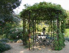 la pergola en fer forg est une dcoration pour vos jardins