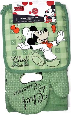 Disney Mickey and Minnie Mouse prints on three piece kitchen sets. Each set includes an Oven Mitt, Pot Holder, and Dish Towel. Each set includes Oven Mitt, Pot Holder and Dish Towel. Cozinha Do Mickey Mouse, Mickey E Minnie Mouse, Mickey Mouse Kitchen, Mickey Love, Mickey And Friends, Disney Kitchen Decor, Disney Home Decor, Walt Disney, Disney Magic