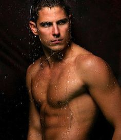 """Sean Faris will make his """"PLL"""" debut on the fourth season premiere as hot new detective Gabriel Holbrook. (We wouldn't mind him cuffing us!)"""