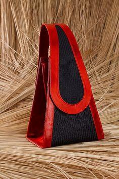 Carteira vermelha com palha
