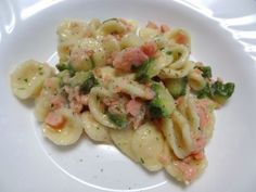 Orecchiette in salsa di salmone e zucchine, Ricetta Petitchef Gnocchi, Pasta Salad, Chicken, Ethnic Recipes, Food, Party Ideas, Gastronomia, Dinner, Crab Pasta Salad