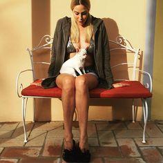 #StefaniaOrlando Stefania Orlando: Buongiorno #goodmorning #morning #caldo #hot #legs #chihuahua #lovemydog #lovemychihuahua #margot #sun #sunshine #summer #estate