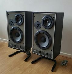 15 Stylish Speaker Stands Ideas for Modern Designs – My Life Spot Jamo Speakers, Pro Audio Speakers, Monitor Speakers, Audio Design, Speaker Design, Diy Hifi, Radios, Hifi Stereo, Audio Room