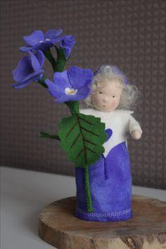 Bos viool, forest violin, Wald-Violine, Waldorf, Vrije School, Schule, DIY, Handmade, handgemaakt, vilt, felt, wool, forest, flower, bloem,