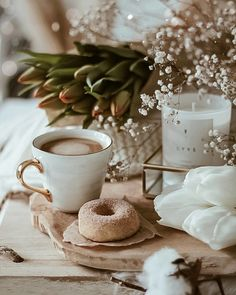 Find images and videos about flowers, coffee and details on We Heart It - the app to get lost in what you love. Coffee And Books, Coffee Love, Coffee Break, Morning Coffee, Coffee Shop, Morning Morning, Coffee Photography, Food Photography, Turkish Coffee Cups