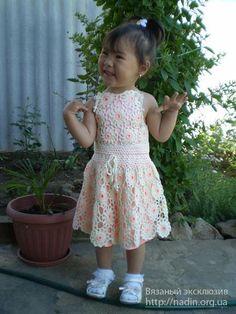 Вязаное платье королевой из ромашек