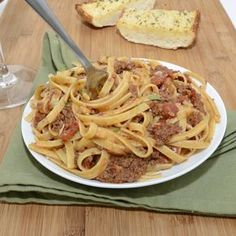 Rich and hearty pasta Bolognese slow simmered with pancetta and red wine. The ultimate comfort food! Fettuccine Pasta, Bolognese, Greek Recipes, How To Cook Pasta, I Love Food, Ground Beef, Red Wine, Main Dishes, Favorite Recipes