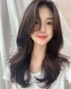 Haircuts Straight Hair, Haircuts For Medium Hair, Long Hair Cuts, Hairstyles Haircuts, Medium Hair Styles, Curly Hair Styles, Korean Long Hair, Korean Hair Color, Asian Short Hair