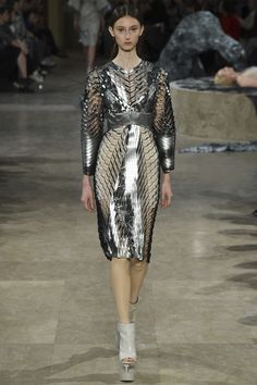 See all the Collection photos from Iris Van Herpen Spring/Summer 2016 Ready-To-Wear now on British Vogue Space Fashion, Fashion Week, Runway Fashion, Fashion Art, Fashion Models, Spring Fashion, Fashion Show, Fashion Design, Paris Fashion