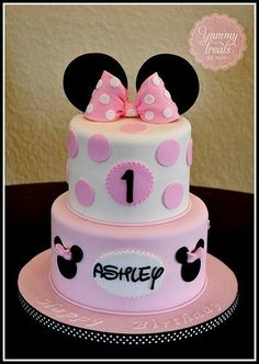 Pink Minnie Cake~such a cute idea for child's birthday cake! Pink Minnie Cake~such a cute idea for child's birthday cake! Torta Minnie Mouse, Bolo Do Mickey Mouse, Minnie Mouse Rosa, Bolo Minnie, Minnie Mouse Birthday Cakes, Minnie Cake, Minnie Mouse Theme, Pink Minnie, Birthday Cake Girls