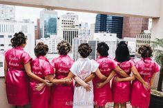 Casamento de Rosane e Rodrigo na Igreja Santa Teresinha do Higienópolis e festa no Espaço Sejour em São Paulo. Roupão de noiva e madrinhas.