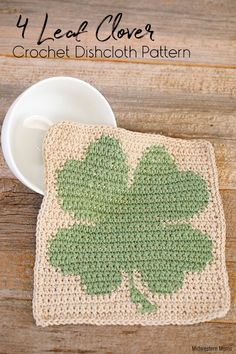 Free 4 Leaf Clover Crochet Dishcloth Pattern The perfect crochet dishcloth to turn your kitchen green for St. Enjoy this free crochet dishcloth pattern. Crochet Kitchen, Crochet Home, Crochet Gifts, Diy Crochet, Crochet Ideas, Crochet Potholders, Crochet Squares, Holiday Crochet Patterns, Crochet Christmas
