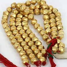 Lac beads consist of a thin outer gold layer over an inner wax core. [When you see photos of Indian women bedecked in huge strands of gold beads and wonder how they move - this is how. Gems Jewelry, Jewelry Crafts, Beaded Jewelry, Indian Jewellery Design, Jewelry Design, Hyderabadi Jewelry, Terracota Jewellery, Bridal Jewelry Sets, Simple Jewelry