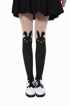 This item is shipped immediately, including the weekends. These adorable black tights cover the legs up to the knees. At the top is a cute, giggling rabbit that adds a bit of whimsical fun. These tigh
