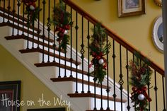 Christmas Decor and Crafts :: Laura Smith's clipboard on Hometalk :: Hometalk Xmas Stairs, Christmas Staircase Decor, Decorating Staircase, Staircase Decoration, Staircase Ideas, Diy Y Manualidades, Winter Christmas, Christmas Time, Christmas Mantels