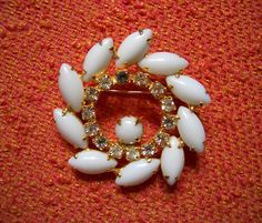 Vintage Milkglass Pinwheel Brooch -   Dorothy knew she was sitting pretty - by moddities, $28.00