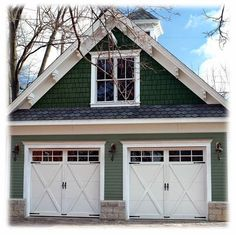 This is an awesome garage - love the barn style Unique Garage Doors, Carriage House Garage Doors, Garage Door Colors, Garage Door Styles, Garage Door Design, Barn Garage, House Doors, Garage Plans, Barn Doors