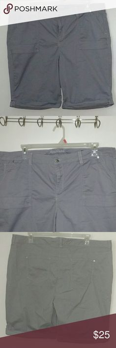 Gloria Vanderbilt Slimming Shorts Bermuda Shorts with Slimming Effect, Front & Back Pockets, Wore Once Gloria Vanderbilt Shorts Bermudas