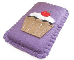 Cupcake felt phone cover. I want to make one but not a cupcake.