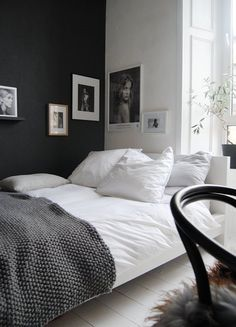 The dark side (husligheter) kesh nordic bedroom, black white bedrooms, styl Dream Bedroom, Home Bedroom, Bedroom Wall, Bedroom Decor, Master Bedroom, Bedroom Furniture, Bedroom Lighting, Black Furniture, Bedroom Apartment