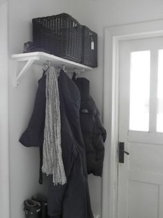 what a clever entry shelf idea