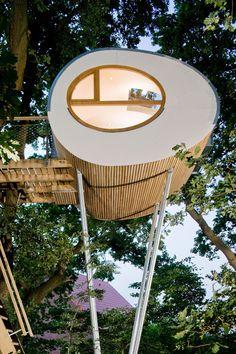 Djuren Treehouse - A 114 square feet pod-shaped treehouse in Gross Ippener, Germany.