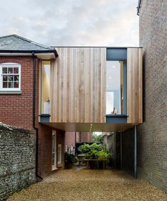 Ambiente amplia casa na Inglaterra sem ocupar o térreo
