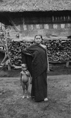 Indonesia, Sumatra ~ Karo-batak woman with child, Sumatra. Date ca. 1925 Source Tropenmuseum
