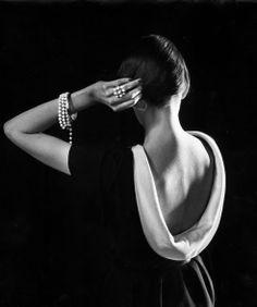 Dorian Leigh in Dior - 1950 - Photo by Gjon Mili