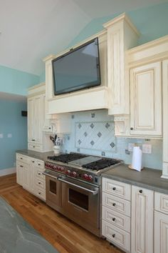 Kitchen Cape Cod style Design Ideas, Pictures, Remodel and Decor