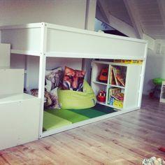 Kinderzimmer junge ikea hochbett  12 Raumsparideen für kleine Kinderzimmer und Jugendzimmer ...