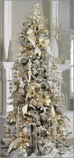Interesting Silver And White Christmas Tree Decorations Ideas. If you are looking for Silver And White Christmas Tree Decorations Ideas, You come to the right place. White Christmas Tree Decorations, Elegant Christmas Trees, Flocked Christmas Trees, Noel Christmas, Christmas Mantles, Christmas Lights, Christmas Villages, Victorian Christmas, Pink Christmas