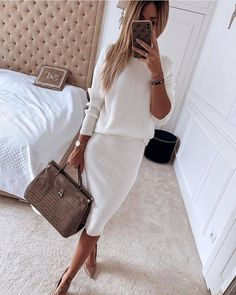 Mode White's Back-And Beautiful Long a favorite warm weather color choice, white is this season's mu White Outfits, Classy Outfits, Stylish Outfits, Fall Outfits, Mode Outfits, Fashion Outfits, Womens Fashion, Fashion Trends, Modest Fashion