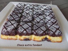 An extra fondant choco cake. Oh what a delight ! It melts in your mouth and it . Fingers Food, Gateau Cake, Cracker Toffee, Muffins, Friend Recipe, Biscuit Cake, Happy Kitchen, Home Baking, Slow Food