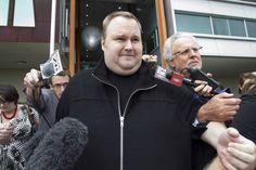 El informático Kim Dotcom, requerido por la justicia estadounidense por presunta violación de los derechos de autor, confía en que se revisará su caso.